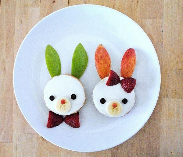 Breakfast Bagel Bunnies - Easter Breakfast Ideas for Kids #easterbreakfastideas #easterrecipes #bagelrecipes