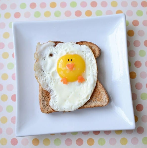 Easter Chickie Fried Egg #easterrecipes #easterbreakfastideasforkids #eggrecipes