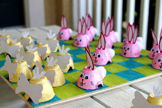 Easter Egg Carton Checkers - Easter Crafts for Kids #EasterCraftsForKids #EasterCrafts