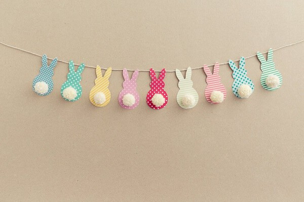 DIY Easter Bunny Garland. Cute bunny shapes with yarn pom pom tails. #EasterDecor #EasterGarland
