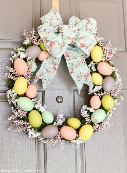 DIY Easter Egg Wreath - DIY Easter Decorating Ideas #EasterDecor #EasterWreath