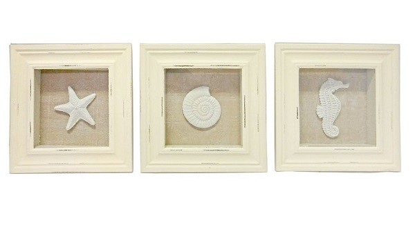 Beach Themed Shadow Boxes features seashell, seahorse and starfish. Perfect for beach themed decor!